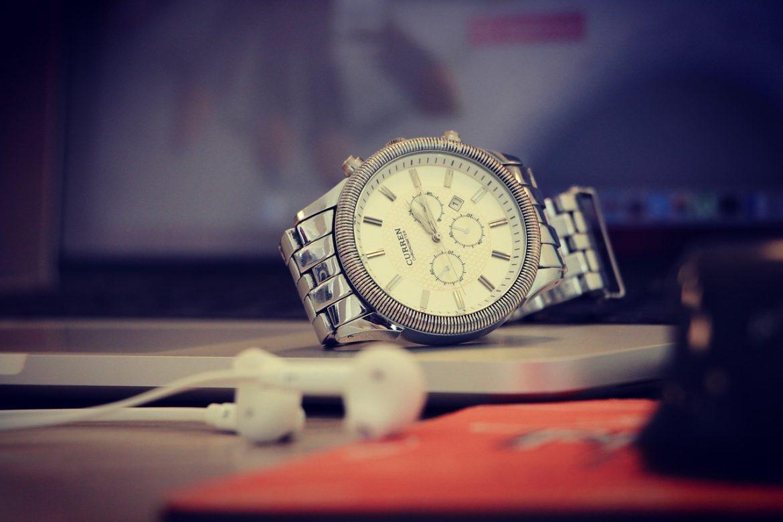 O czym warto pamiętać kupując zegarki z wyprzedaży internetowej?